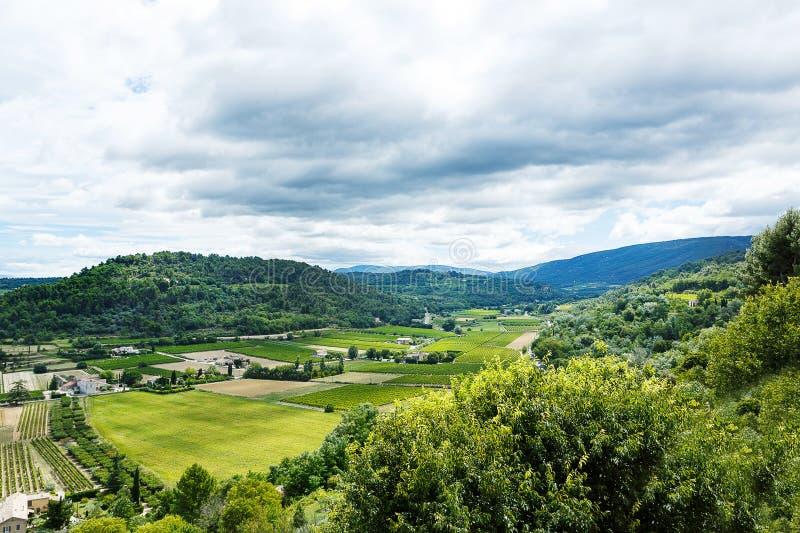 Vue sur le toit et le paysage de village de la Provence photo libre de droits