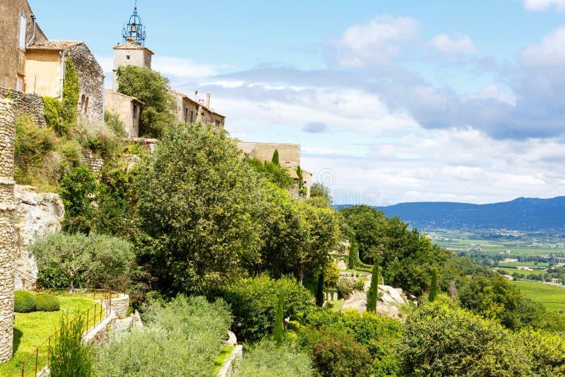 Vue sur le toit et le paysage de village de la Provence images libres de droits