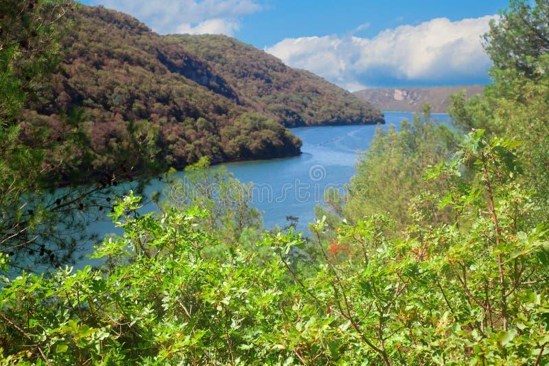 Vue sur Lim Fjord dans Istria images stock
