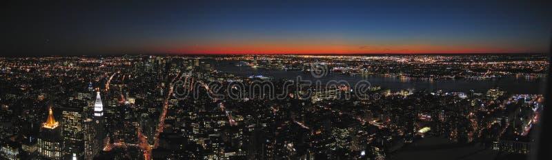 Vue sur toute la ville par nuit images libres de droits