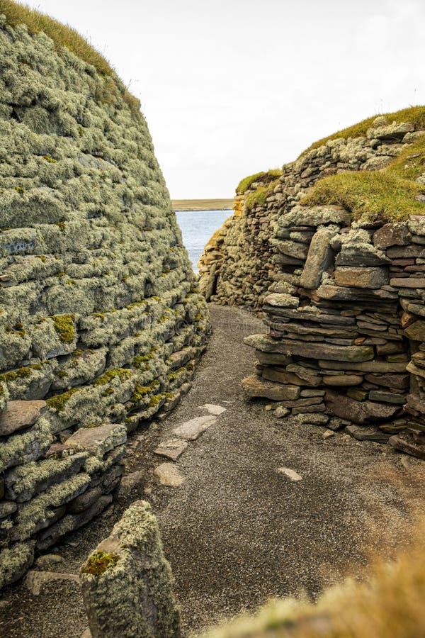 Vue sur une maison Broch and Wheel, Jarlshof, Shetland Scotland photographie stock libre de droits