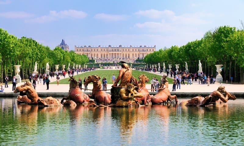 Vue sur Versailles du jardin images stock