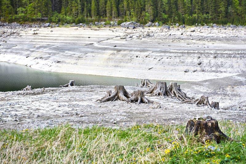 Vue surréaliste unique de lac Vorderer Gosausee Vue splendide de l'eau, de tranquilité et de tronçons photographie stock libre de droits