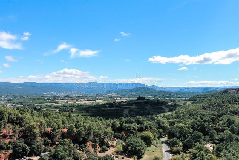 Vue-surRoussillon dans le Luberon en Provence arkivbild