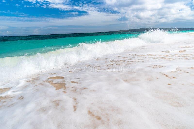 Vue tropicale de fond d'île de Boracay à la plage de Puka photos libres de droits