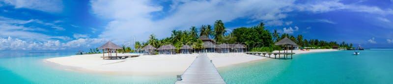 Vue tropicale de panorama d'île chez les Maldives photos libres de droits