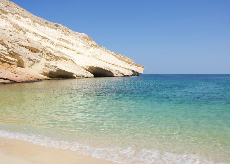 Vue tropicale immaculée de plage en Oman images libres de droits