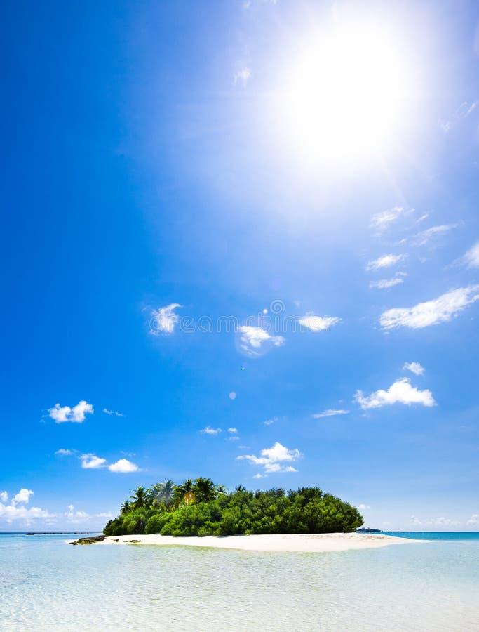 Vue tropicale intacte de plage photos stock