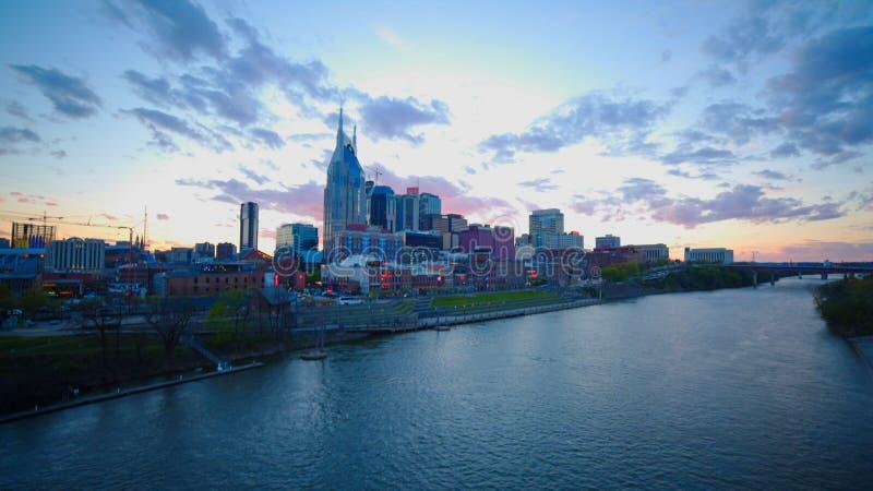 Vue ultra large de la ville de Nashville au coucher du soleil dans le tennesse photos libres de droits