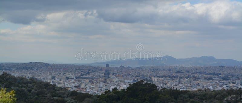 Vue vers Athènes d'en haut images stock