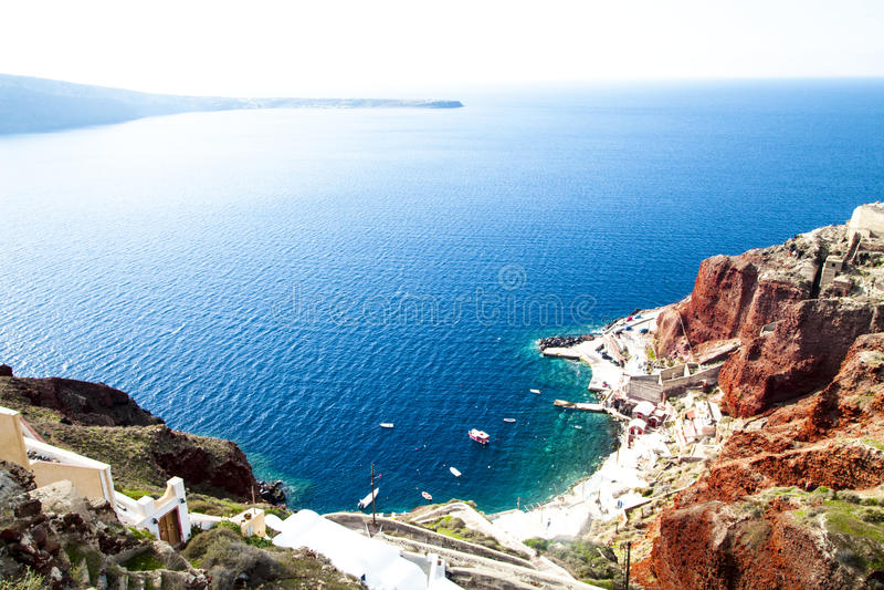 Vue vers la mer Égée de Santorini, Grèce photos libres de droits