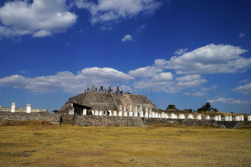 Vue vers la pyramide B, site archéologique de Tula, Mexique photo libre de droits