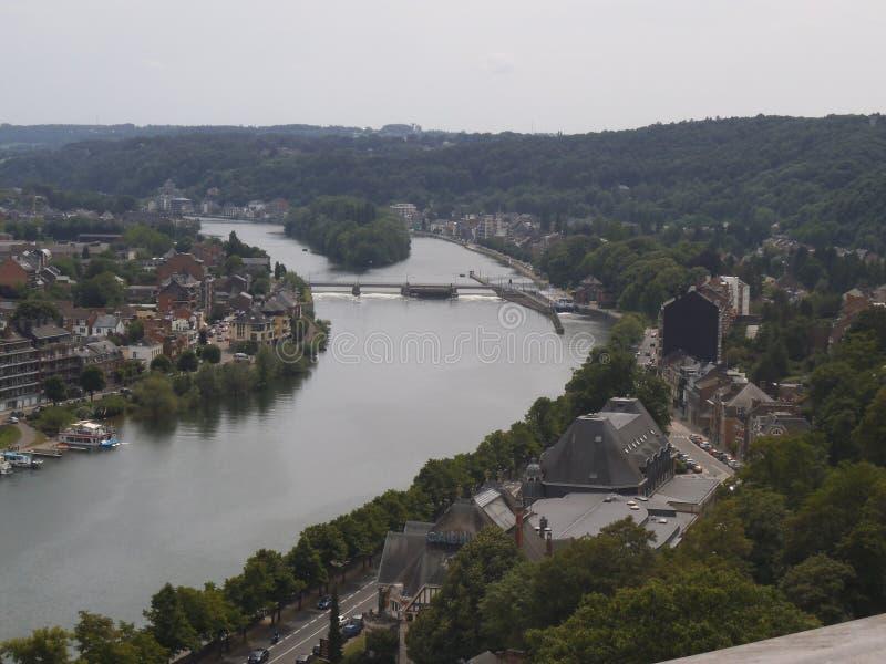 Vue vers la rivière à Namur d'une colline photo libre de droits