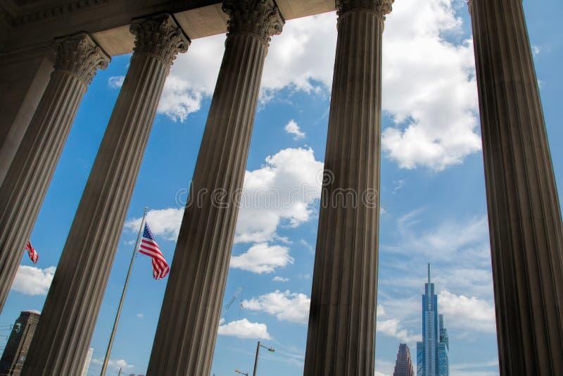 Vue vers le centre-ville depuis la gare de la 30ème rue à Philadelphie photos libres de droits