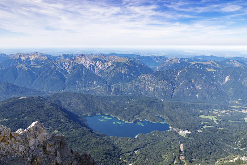 Vue vers le lac Eibsee image libre de droits
