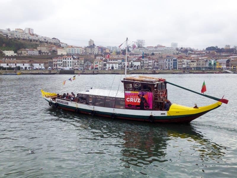 Vue vers le secteur et la rivière historiques de Douro à Porto portugal image libre de droits
