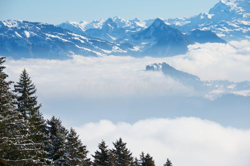 Vue vers les Alpes de la montagne de Pilatus à Lucerne, Suisse images libres de droits