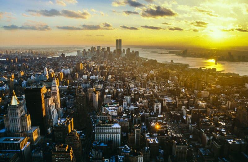 Vue vers Manhattan du centre avec les Tours jumelles le commerce mondial photographie stock