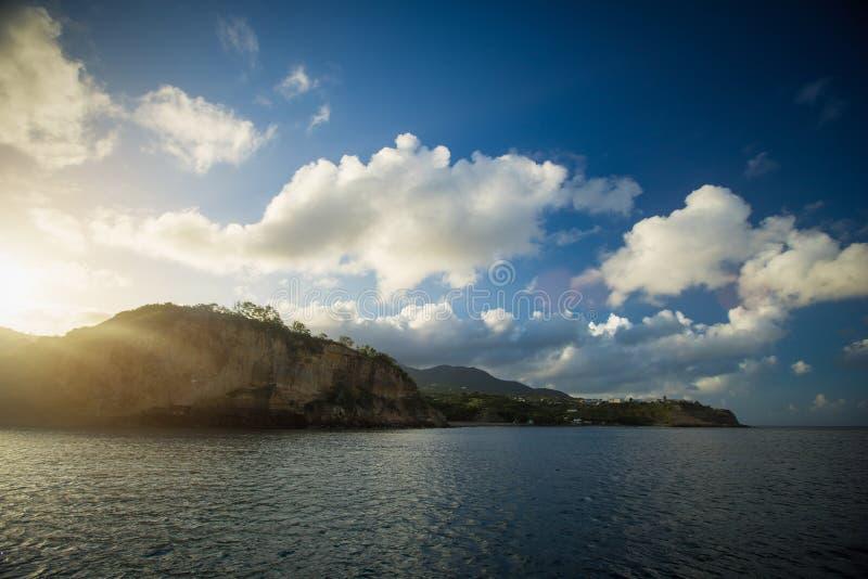 Vue vers une belle île carribean images libres de droits