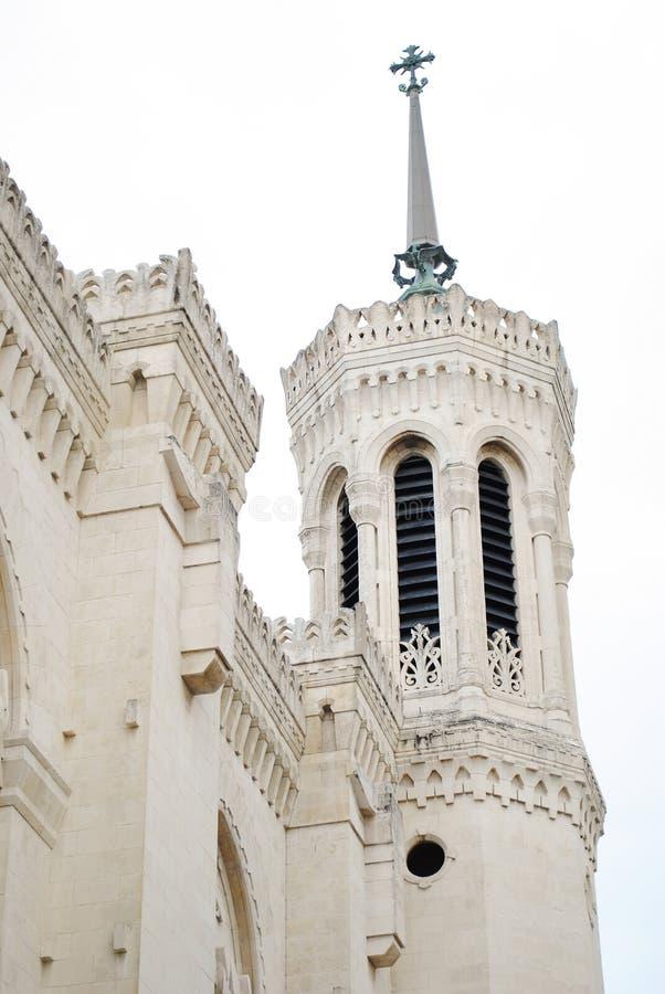 Vue verticale de façade de basilique de Notre Dame de Fourviere, Lyon, France photo stock