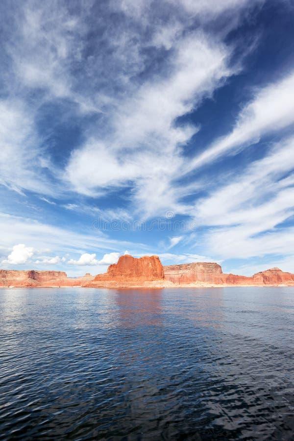Vue verticale du lac Powell image stock