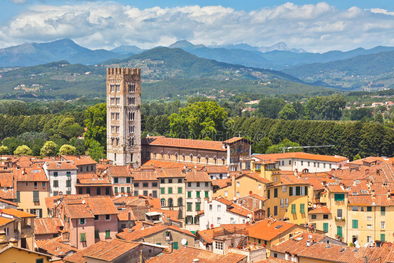 Vue ville au-dessus de Lucca, Toscane images stock