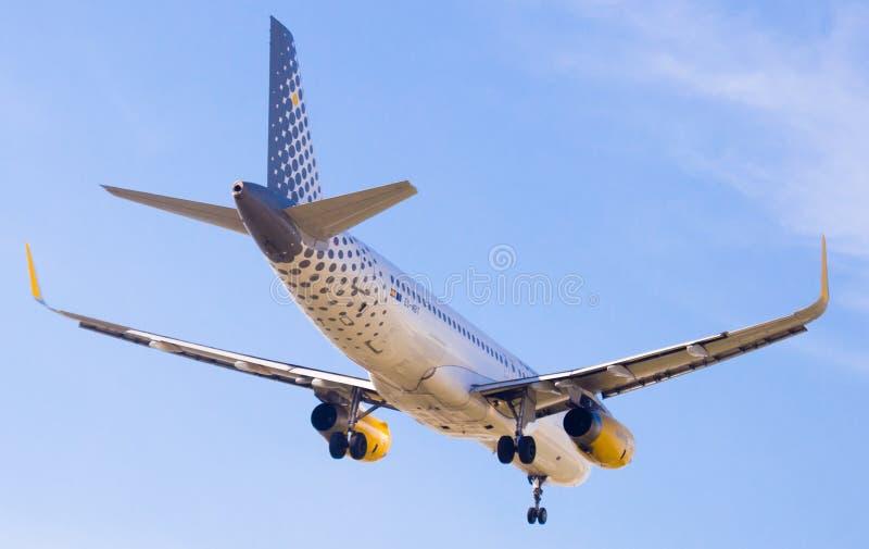 Vueling Airlines-Flächenlandung lizenzfreie stockfotos