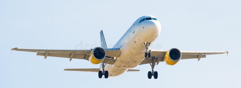Vueling Airlines samolotu lądowanie obrazy royalty free