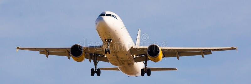 Vueling Airlines samolotu lądowanie zdjęcie stock