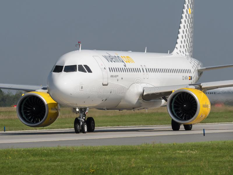 Vueling Airlines VLG/VY Airbus A320 NEO op de luchthaven Vaclav Havel, Praagse luchthaven, PRG, 31, 2019, Praag royalty-vrije stock foto