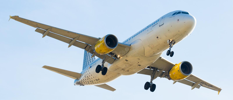 Vueling Airlines-vliegtuig het landen royalty-vrije stock foto's