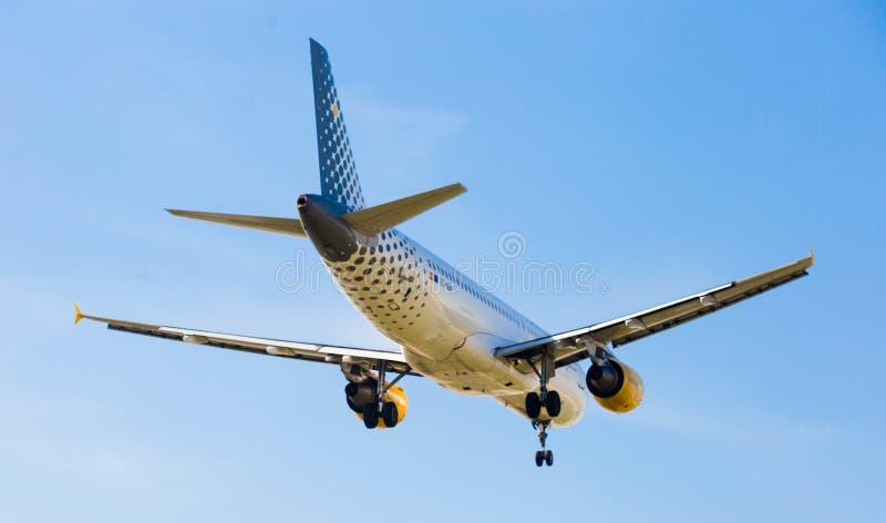 Vueling Airlines-vliegtuig het landen royalty-vrije stock foto