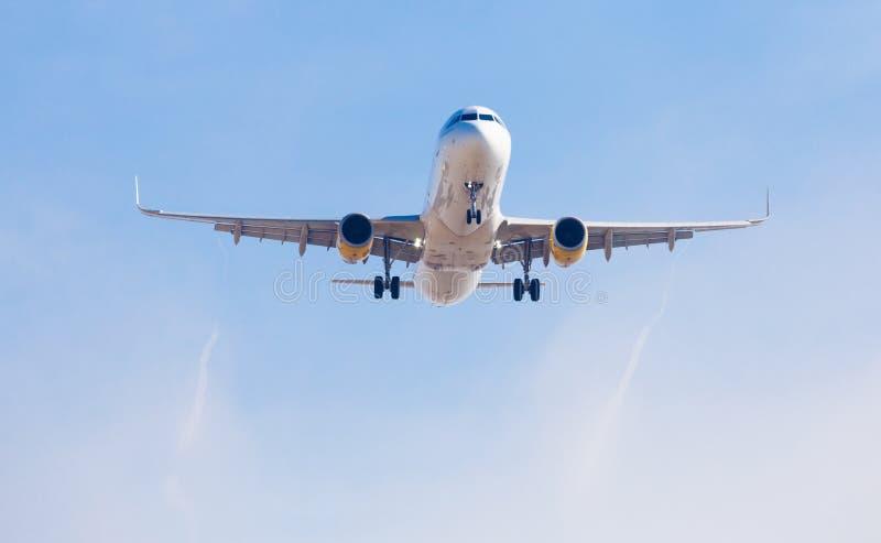 Vueling Airlines-vliegtuig het landen stock afbeelding