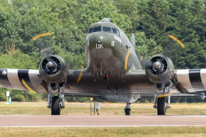 Vuelo conmemorativo Dakota DC3 de la batalla de Inglaterra fotos de archivo libres de regalías