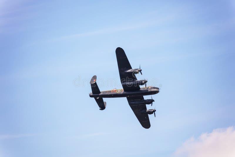 Vuelo conmemorativo del plan pesado del aire del tiempo de guerra del bombardero de Lancaster imágenes de archivo libres de regalías