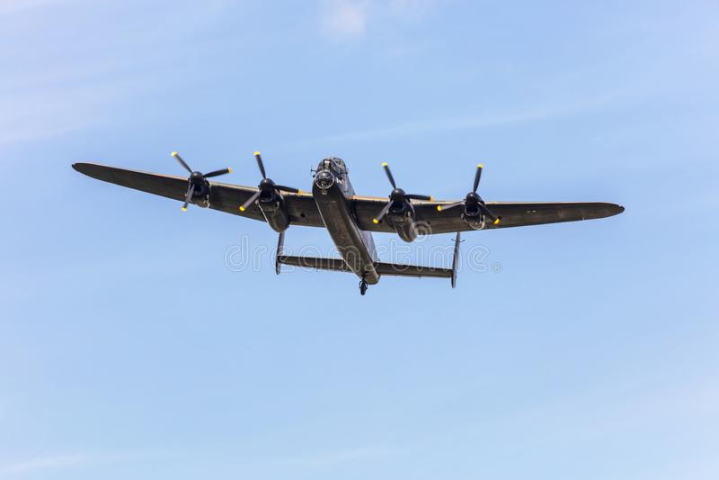 Vuelo conmemorativo del plan pesado del aire del tiempo de guerra del bombardero de Lancaster imagen de archivo
