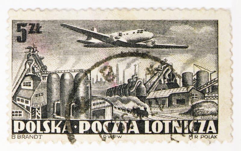Vuelo de Ilyushin II-12 sobre Nowa Huta, serie de los aeroplanos, circa 1952 imágenes de archivo libres de regalías