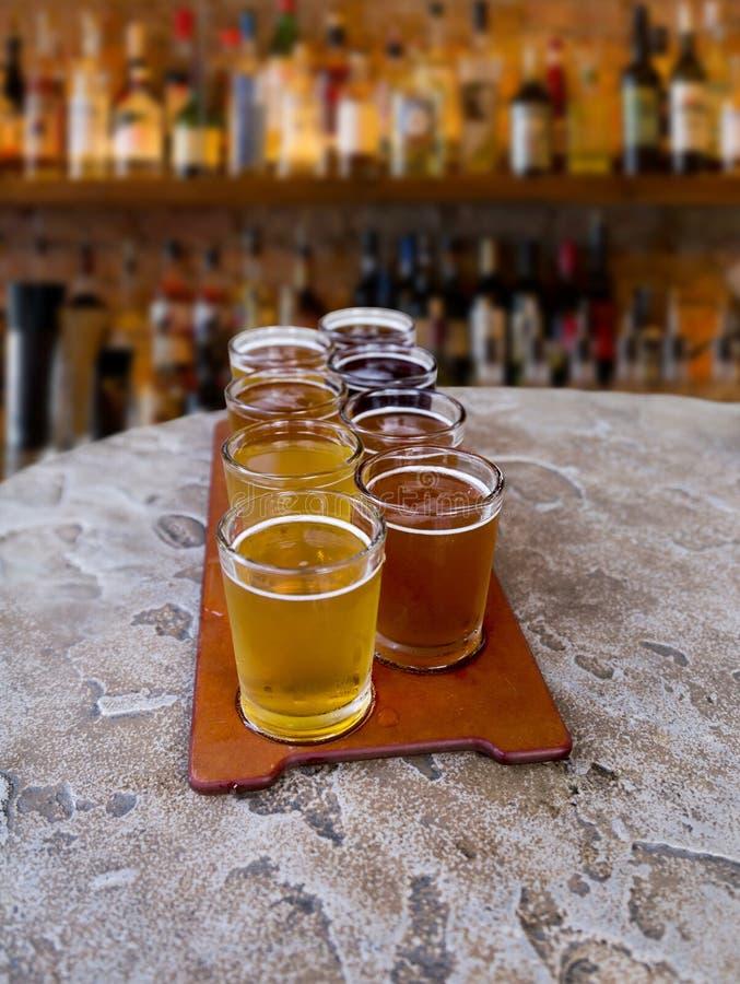 Vuelo de la cerveza imagen de archivo libre de regalías