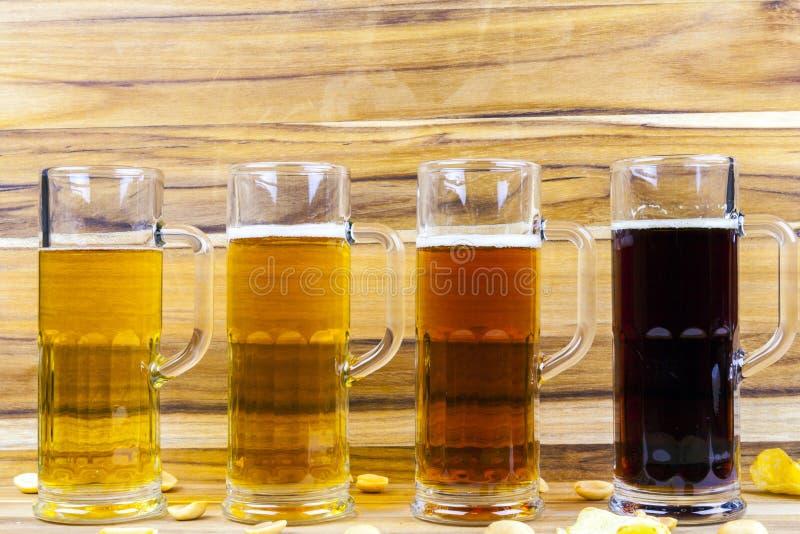 Vuelo de la cerveza imagenes de archivo