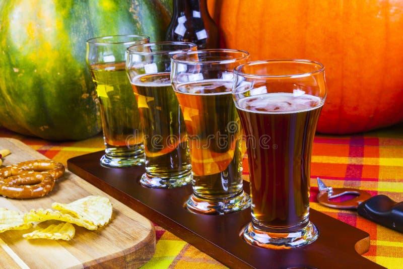 Vuelo de la cerveza fotografía de archivo
