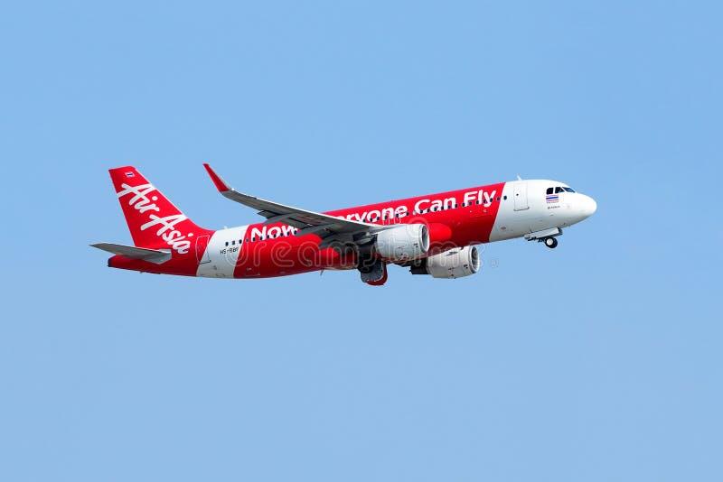 Vuelo del avión de Air Asia imagenes de archivo