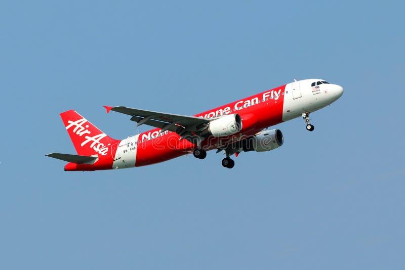 Vuelo del avión de Air Asia fotos de archivo libres de regalías