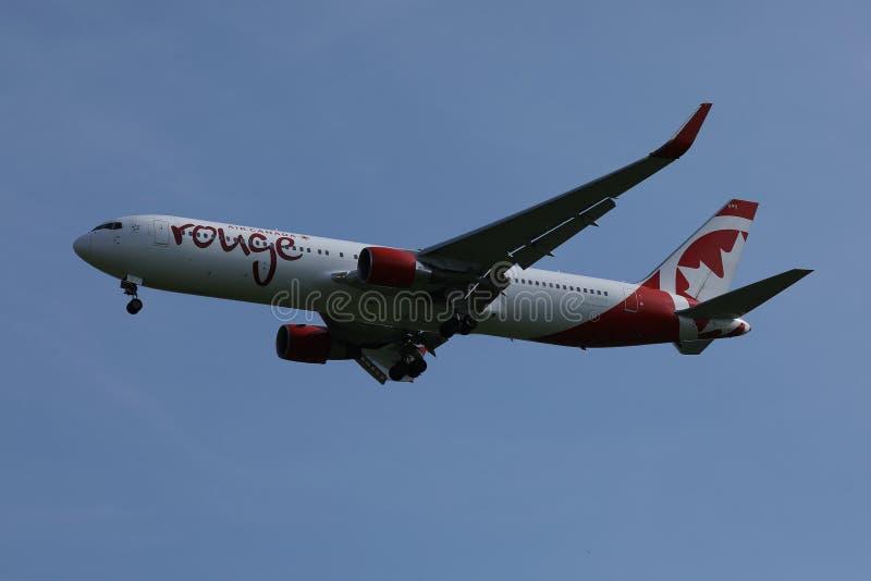 Vuelo del colorete de Air Canada a los diversos destinos foto de archivo