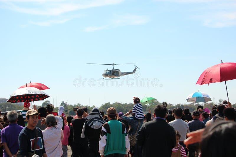 Vuelo del helicóptero en el día nacional del ` s de los niños imagenes de archivo