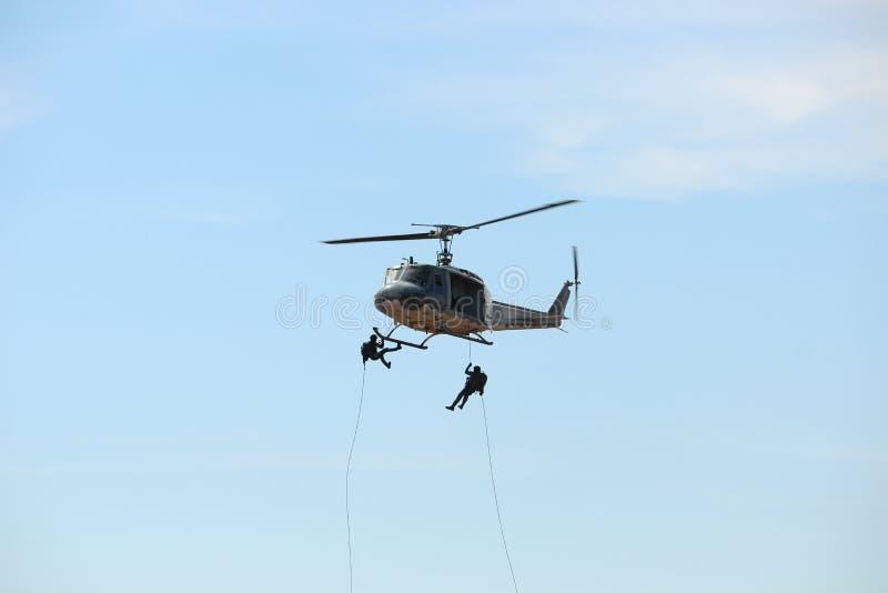 Vuelo del helicóptero en el día nacional del ` s de los niños fotos de archivo