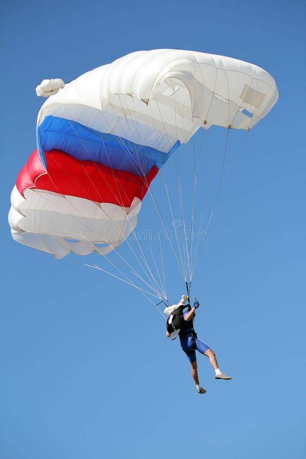 Vuelo del paracaidista foto de archivo