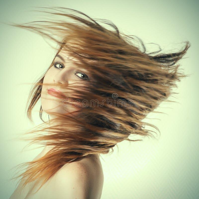 Vuelo largo del pelo de la mujer imagen de archivo libre de regalías