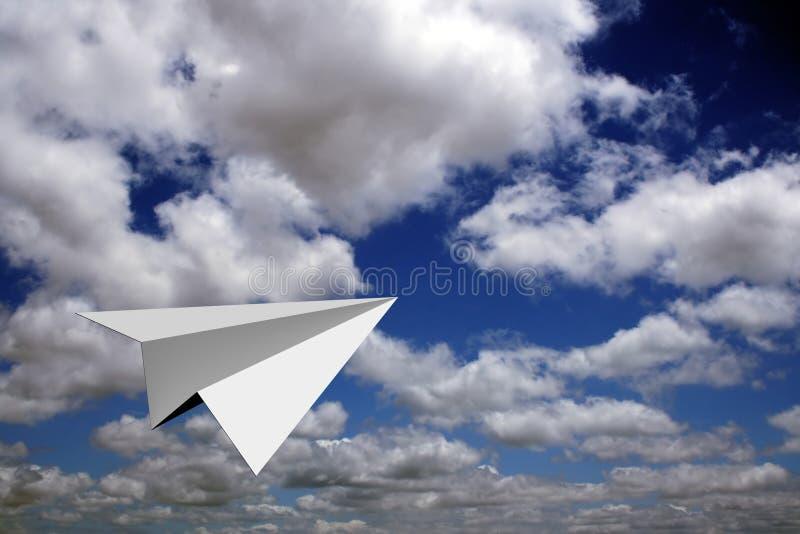 Vuelo plano de papel en cielos azules ilustración del vector