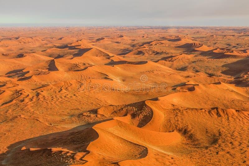 Vuelo sobre el desierto de Sossusvlei en Namibia fotografía de archivo libre de regalías