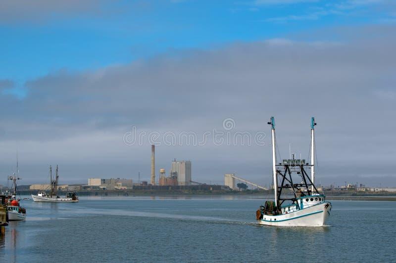Vuelta de los barcos de pesca imagen de archivo